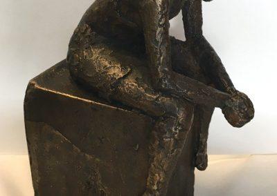 Malene-Bjelke-Bronze-Kvinde-p-kant-Medium